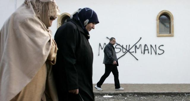 فرنسا: حالات الاعتداء ضد المسلمين تتضاعف 6 مرات