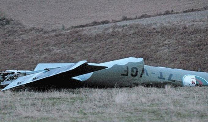 مصرع طيارين جزائريين اثر تحطم طائرة عسكرية على الحدود مع ليبيا