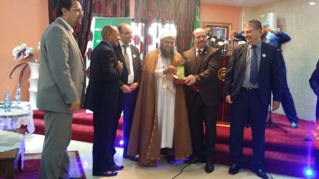 تكريم  للعلامة الموريتاني الشيخ ولد الددو بالجزائر