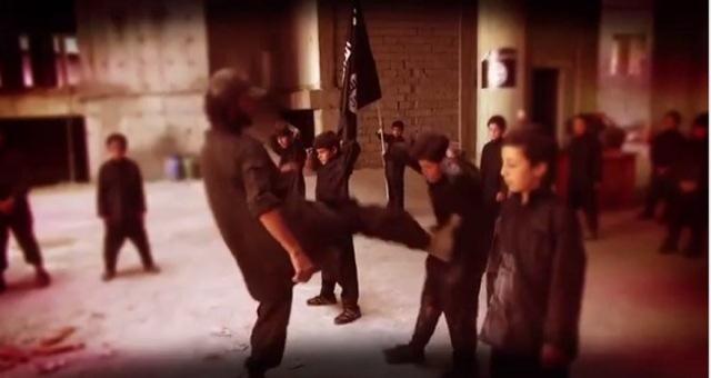 إنجلترا: توقيف طفل بتهمة التآمر لتنفيذ عمليات إرهابية