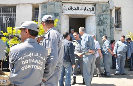 الجزائر.. الجمارك تحقق في 580 قضية فساد وتهريب العملة وتبيض الأموال
