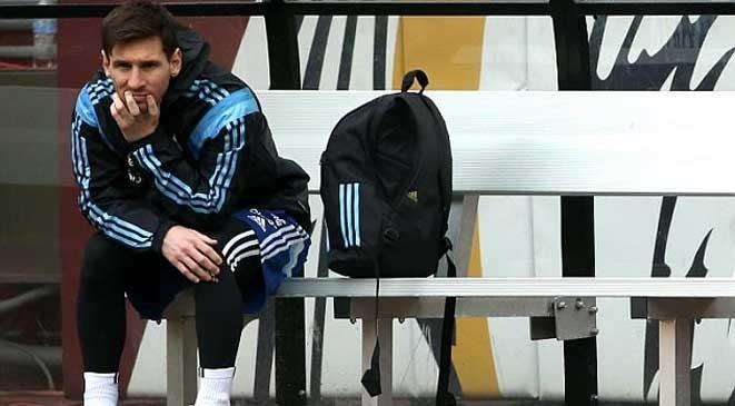 إصابة ميسي تربك حسابات برشلونة
