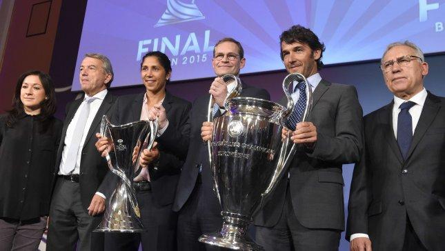 ريال مدريد يسلم كأس دوري الأبطال لعمدة برلين