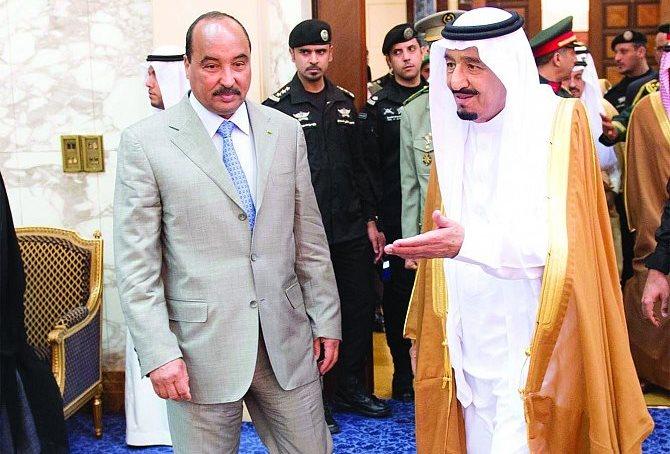 ولد عبد العزيز يلتقي بالملك سلمان لتعزيز العلاقات مع السعودية