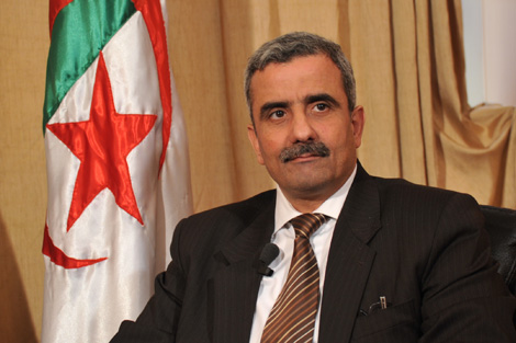 وزير الرياضة الجزائري يكشف الخروقات القانونية للكاف