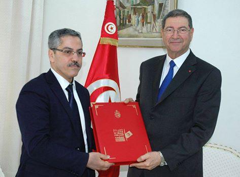 رئيس الهيئة العليا المستقلة للانتخابات يسلم تقريره العام لرئيس الحكومة التونسي