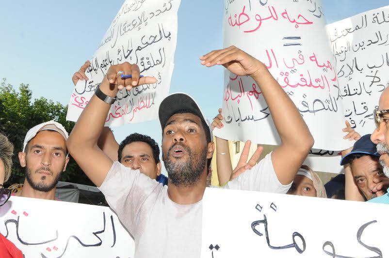 وقفة احتجاجية تطالب إطلاق متهم ضمن ملف
