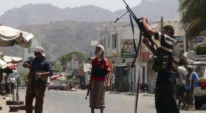 الكشف عن تورطّ قيادات في تسريب معلومات حربية للحوثيين