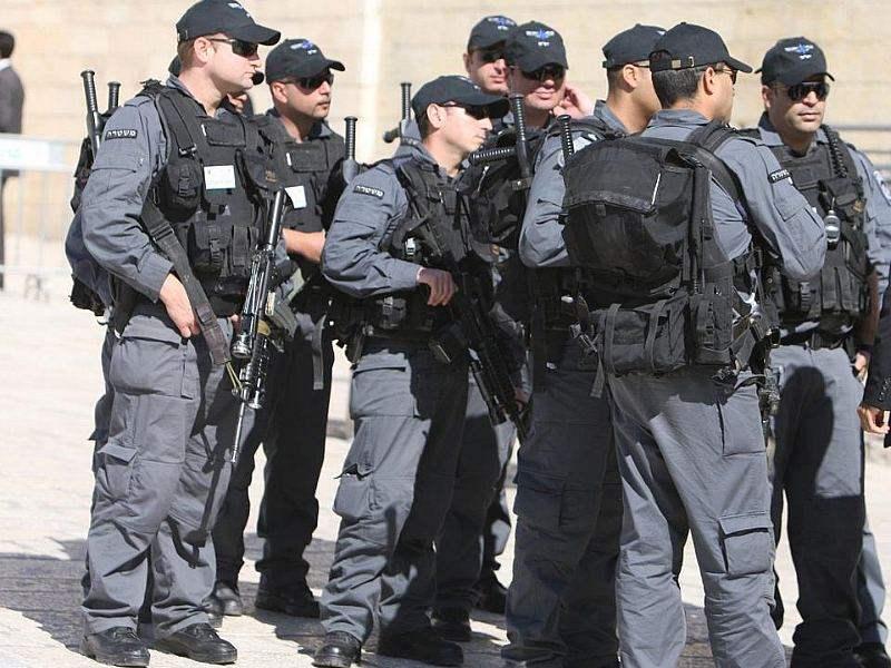 فلسطيني يطعن إسرائيليين في القدس