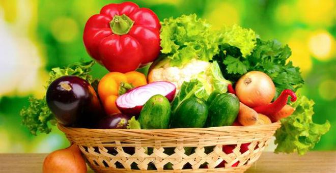 5 أطعمة تنظف جسمك من سموم الوجبات الجاهزة