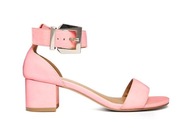 الأحذية ذات الكعب السميك لإطلالة ملفتة هذا الصيف