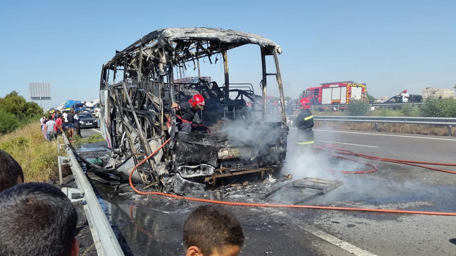 عاجل:اندلاع النيران في حافلة لنقل المسافرين قرب المحمدية ونجاة ركابها