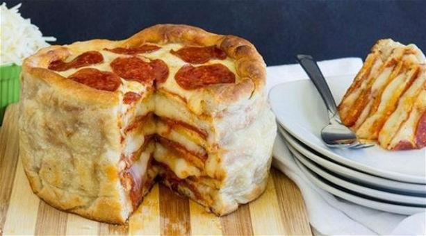 طريقة مبتكرة لتحضير فطيرة البيتزا مع الببيروني