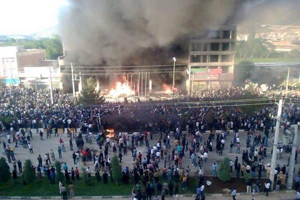 تظااهرت وحرائق في مهاباد الايرانية الكردية