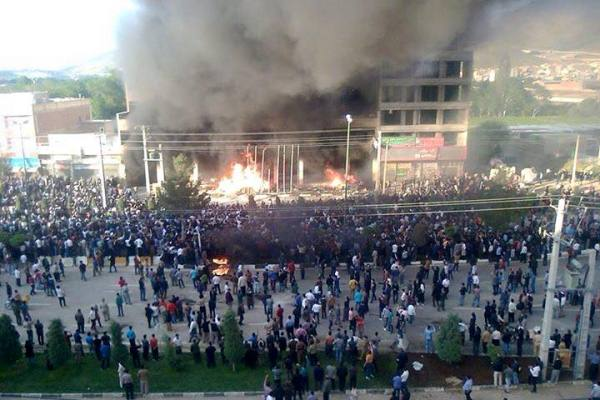أهالي مهاباد تنتفض ضد ملالي إيران