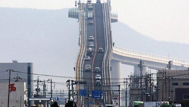 بالفيديو.. أخطر وأذكى جسر سيارات في العالم