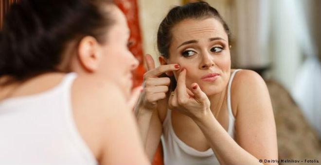 10 أخطاء تجنبوا ارتكابها في التعامل مع حب الشباب
