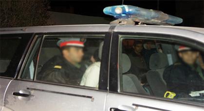 سائق نقل سري يختلي بفتاتين ويحاول اغتصابهما بالزمامرة