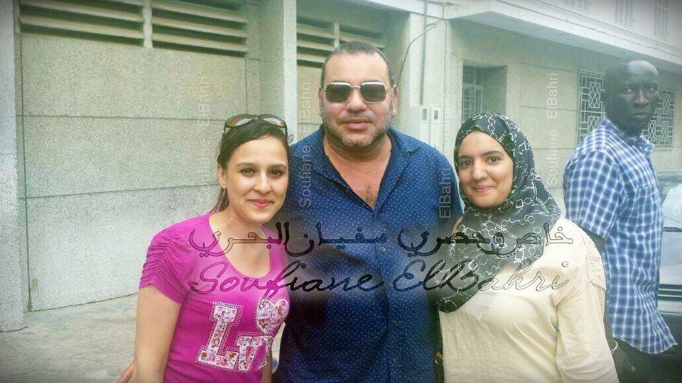 فتاتان مغربيتان تنالان ابتسامة الملك محمد السادس