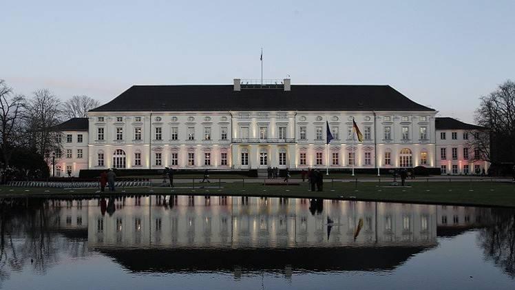 إلقاء زجاجة حارقة قرب مقر الرئيس الألماني