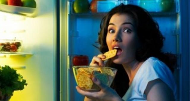 أطعمة لذيذة يمنع تناولها قبل النوم