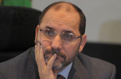 رئيس حركة مجتمع السلم الجزائري يقر أن النظام السياسي هو الخطر الوحيد على البلد