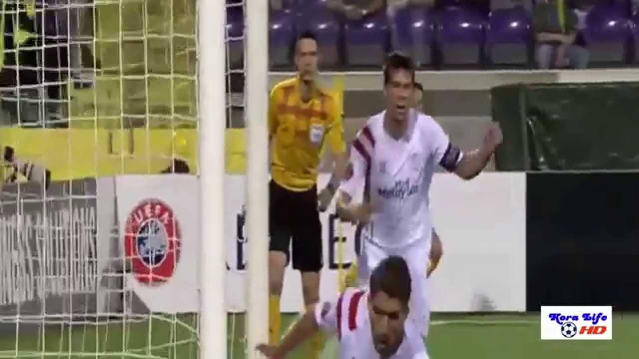 فوز اشبيلية على فيورنتينا 2-0