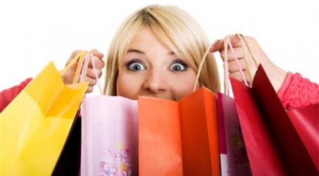 كيف تكتشفين أنك مدمنة على التسوق؟