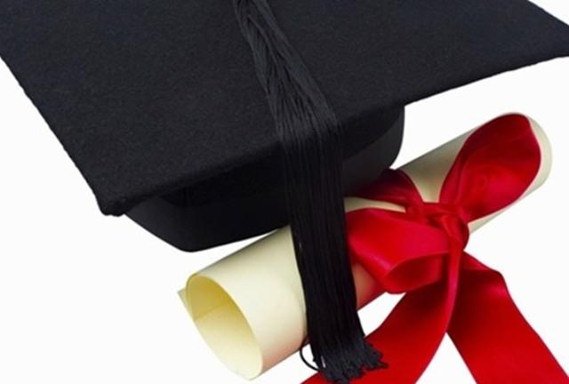محارب قديم يحصل على شهادة التخرج بعد 72 عام