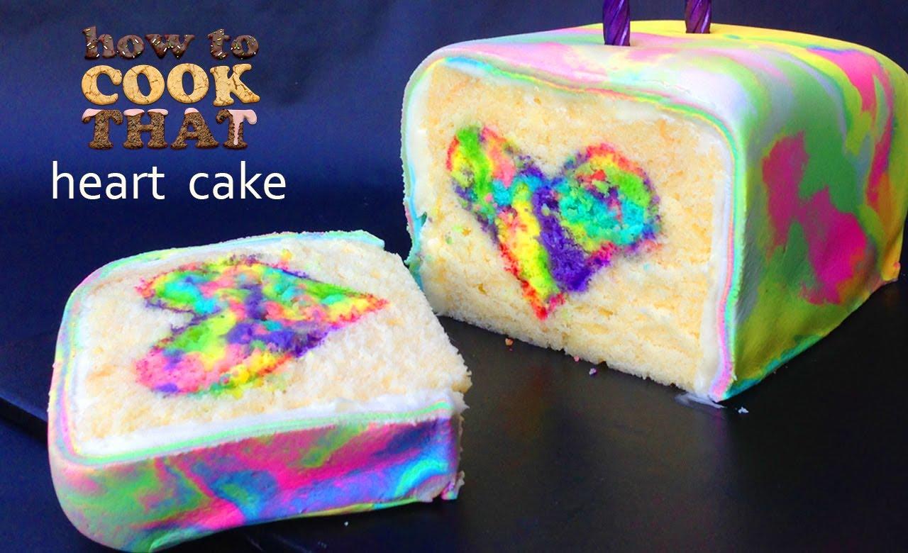 طريقة مبتكرة لعمل كعكة بألوان قوس قزح