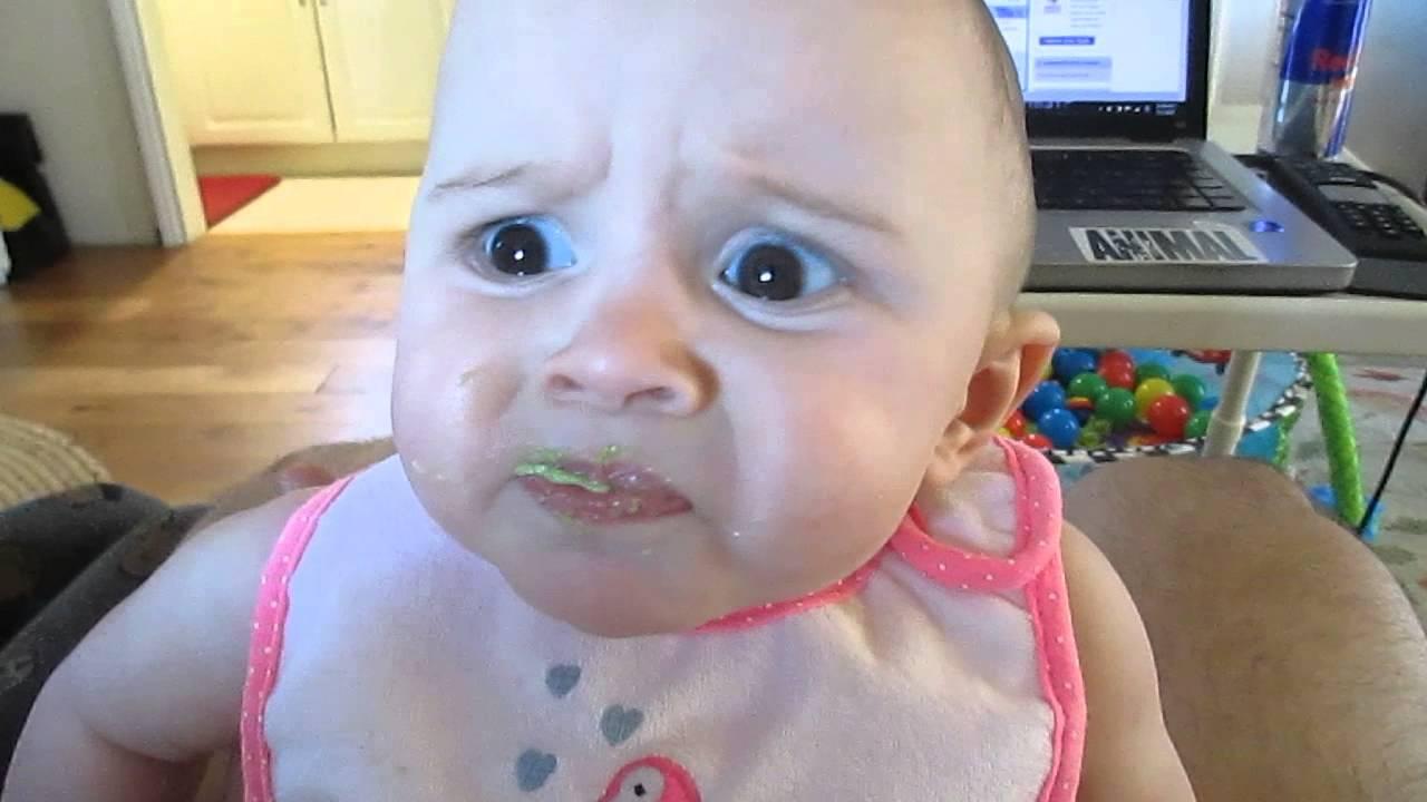 ردة فعل مضحكة لطفل يكره الأفوكادو