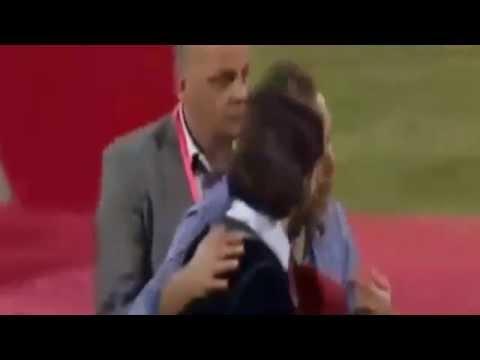 فيديو...طرد الممثل المغربي هشام بهلول من منصة تتويج الوداد