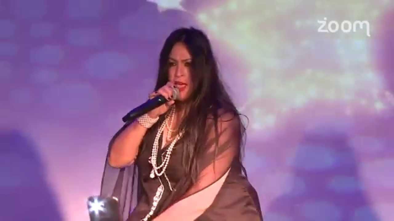 سهام أسيف تغني بالإنجليزية