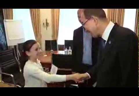 فيديو…بان كي مون يلقى التحية على طفلة مغربية