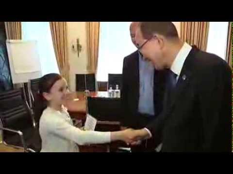 فيديو...بان كي مون يلقى التحية على طفلة مغربية