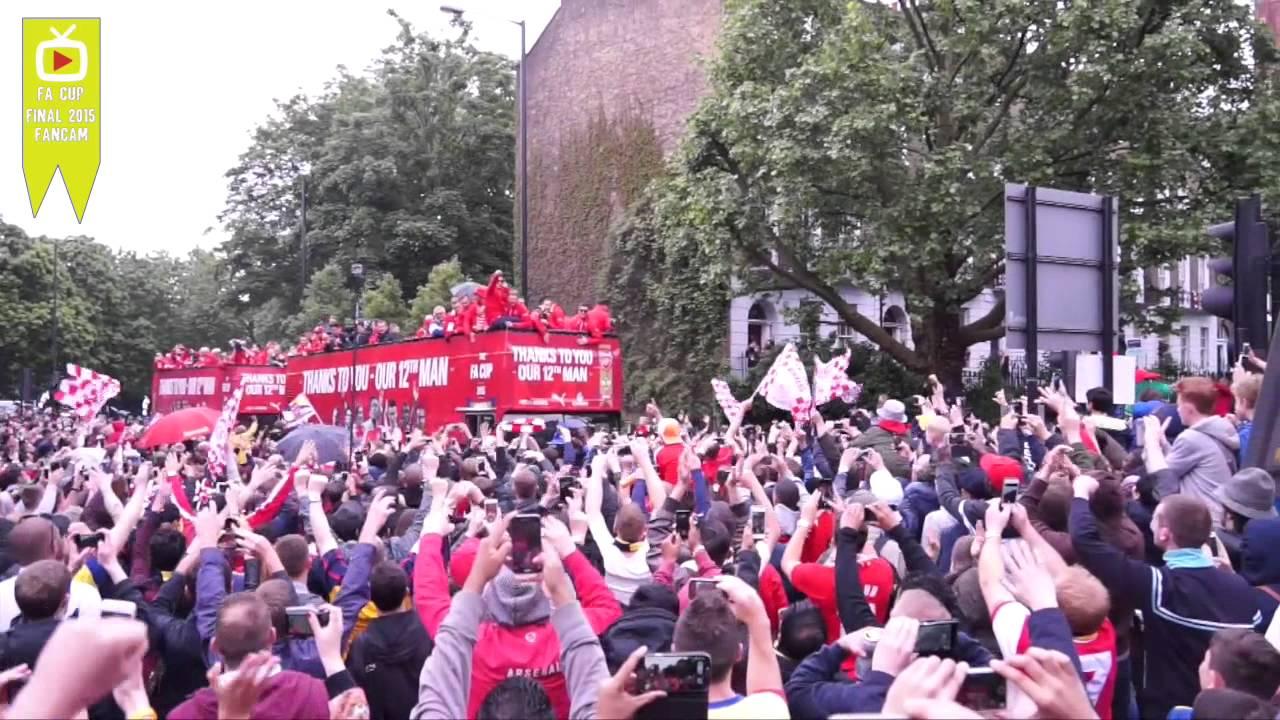 احتفالات لاعبي الأرسنال في شوارع لندن