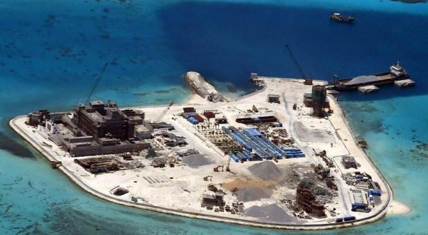 الصين تبني جزيرة عسكرية