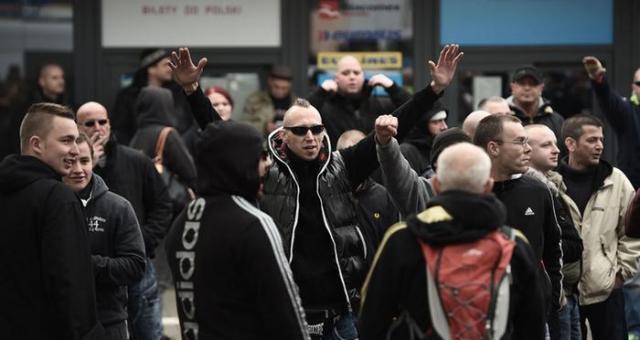 ألمانيا: توقيف متشددين سعوا إلى استهداف المساجد