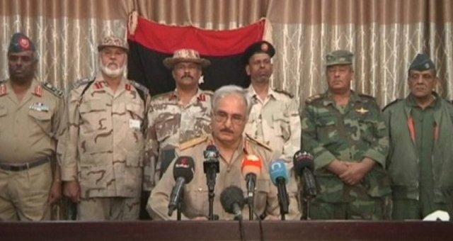 مظاهرات بطبرق تطالب بتشكل مجلس عسكري بقيادة حفتر