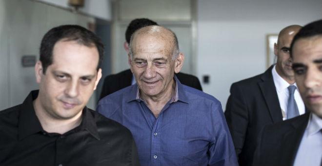 إسرائيل: 8 أشهر سجنا لإيهود أولمرت في قضية رشوة