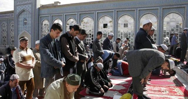 رئيس طاجكستنان يريد حظر الأسماء العربية