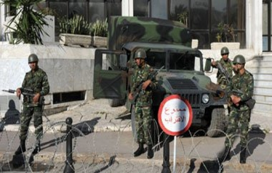 عاجل.. مقتل جندي وإصابة 9 آخرين في إطلاق نار داخل وحدة عسكرية بتونس