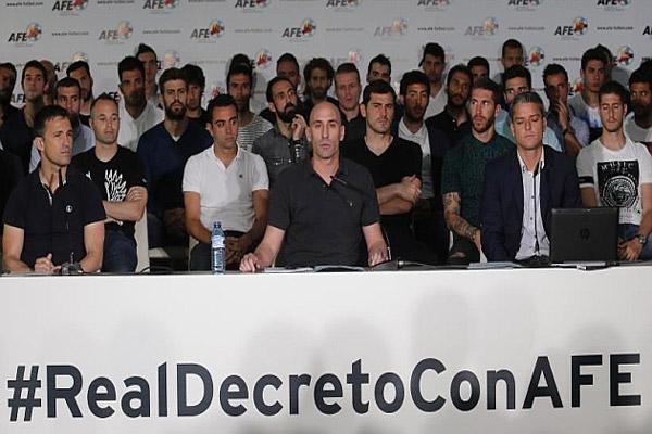 لاعبو البارصا والريال يهددون بالاضراب لهذا السبب!