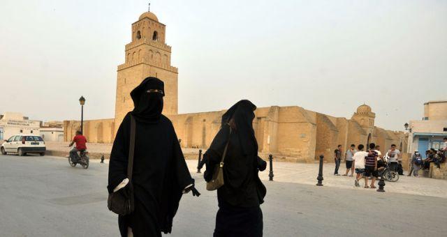 تونس..كيف ساهمت الثورة في بروز النساء السلفيات