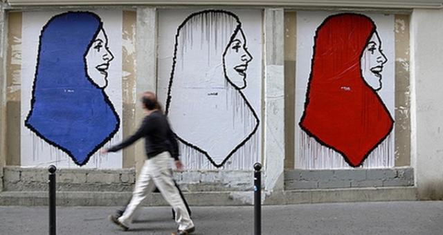 هل تعيش فرنسا أزمة هوية؟