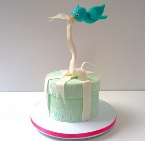 flyaway bird gravity cake http://www.craftsy.com/project/view/fly-away-bird/262652