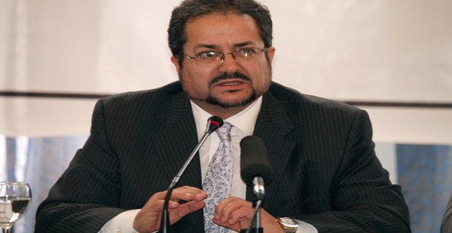 معارض جزائري: إقحام الرئيس في مؤتمر حزبي نفاق سياسي