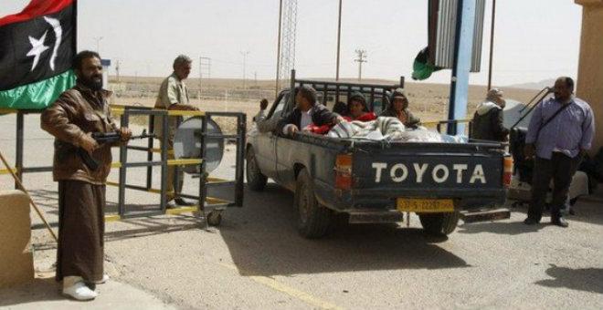 ليبيا تطلق سراح 30 محتجزا تونسيا