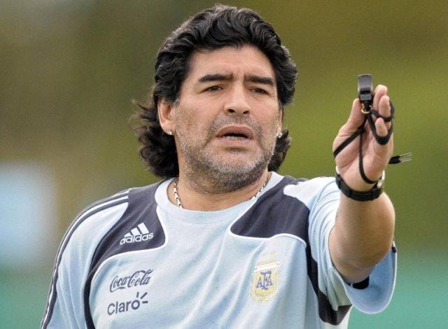 مارادونا يهاجم بلاتر ويطالبه بالرحيل من الفيفا