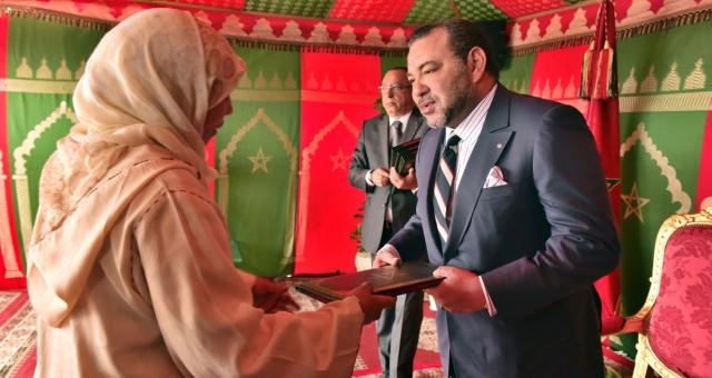 الدار البيضاء..الملك يطلق عملية إعادة إيواء 2678 أسرة من قاطني دور الصفيح